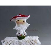 Маленькая куколка Amanita muscaria Tanoshi