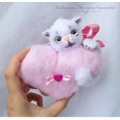 Котёнок с сердцем