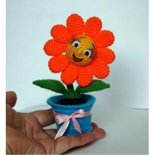 Подарочный цветочек в горшочке