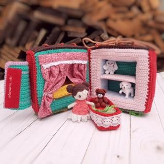 Куколки и дом для неё в виде развивающего куба.