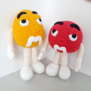 M and M's. M&M's. Эм-эн-Эмс. Желтый и красный.