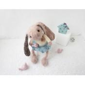 Милый розовый кролик