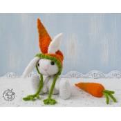 Пасхальный кролик с морковкой
